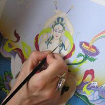 Carmen Mensink aan het werk met penseel