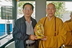 Abt Daoci Putuo Mount met meneer Hu