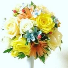 黄色いバラとブルースター