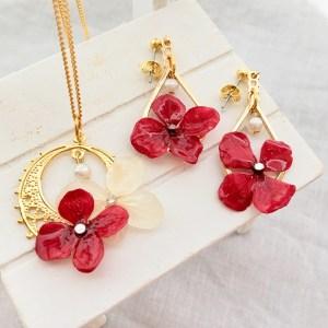 紫陽花のネックレスとピアス