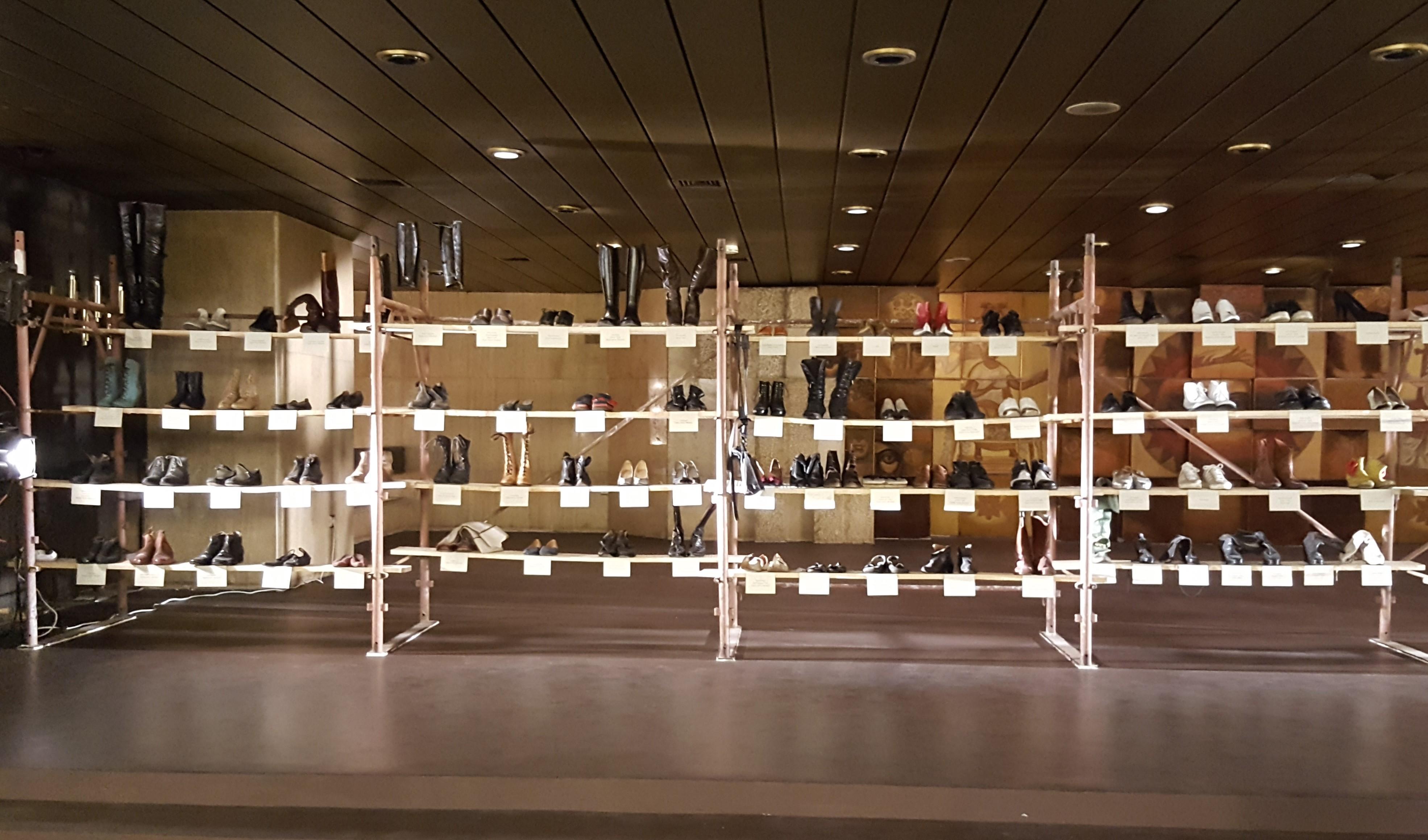 Обувките като акцент в театър Азарян by placescases.com