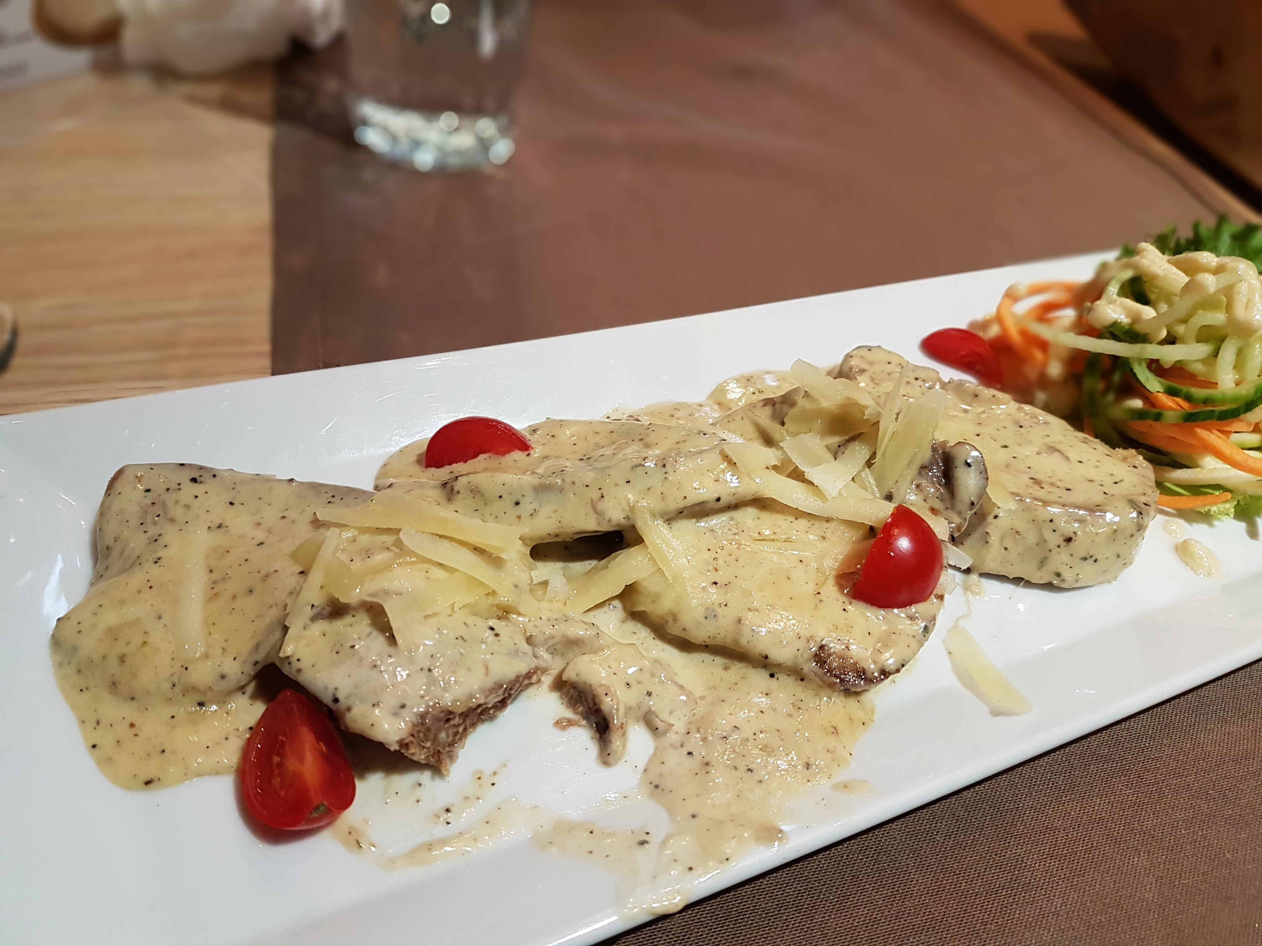 Телешки език с горчичен сос в Di Valli / Beef tongue in a mustard sauce, placescases.com