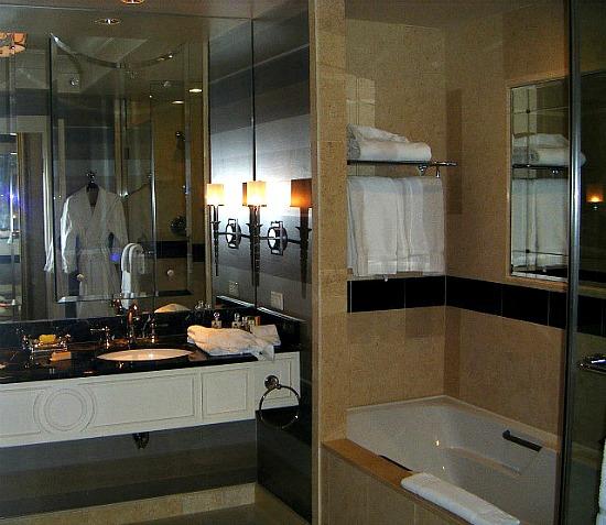 Palazzo-Hotel-bathroom