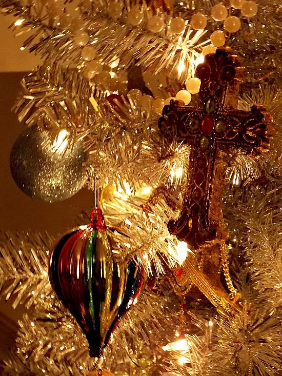 decorated-tinsel-tree
