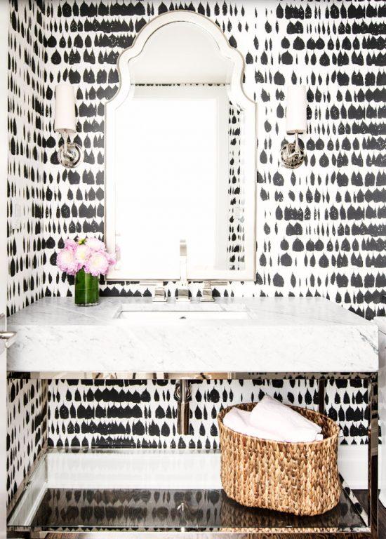 black-white-wallpaper-bathroom
