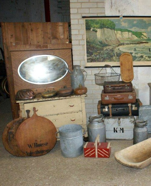 Auctions, estate sales and antiques