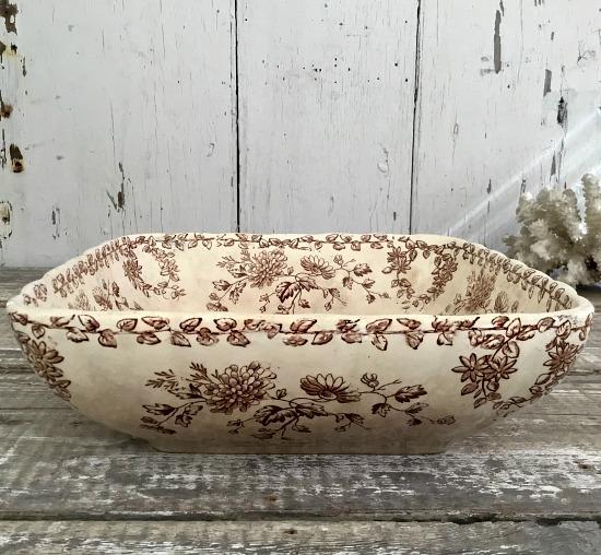 brown-white-bowl