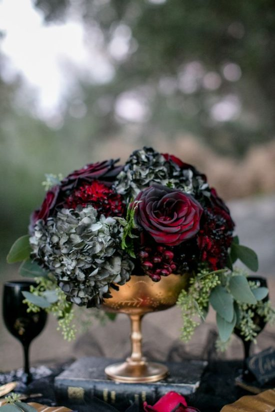 dark-hydrangea-rose-centerpiece