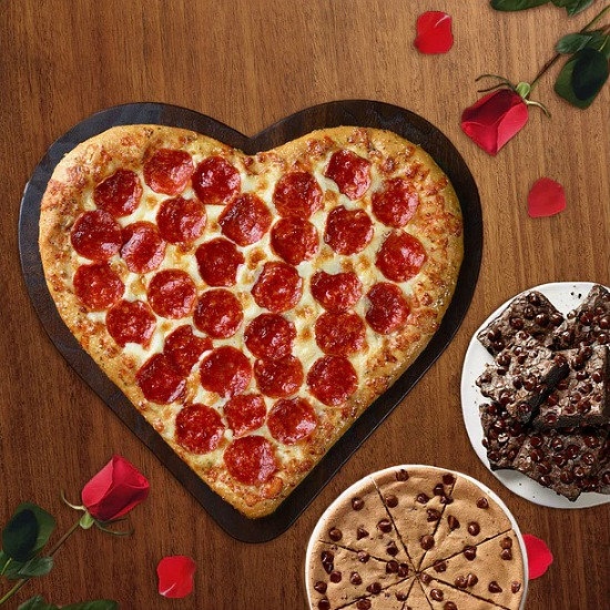 heart-shaped-pizza