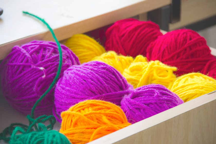 close-up-photography-of-colorful-yarns-635002