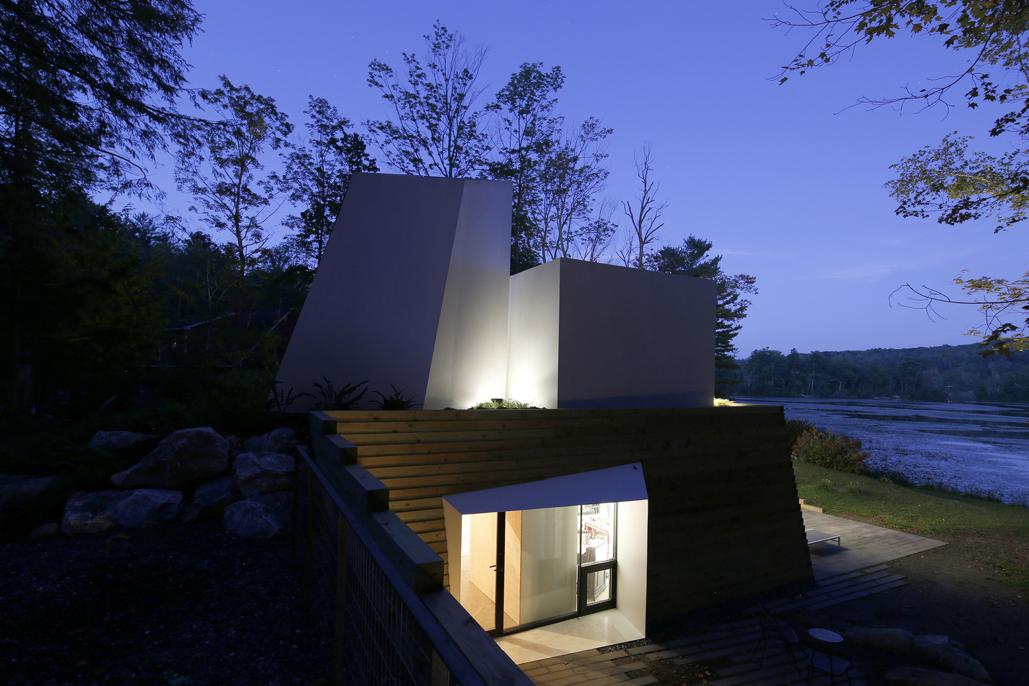 The Lake House Is A Cutting Edge Massachusetts Home That Opens Up To