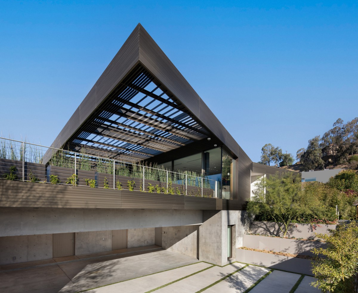 Bronze House on Nightingale SPF:architects Hollywood Hills