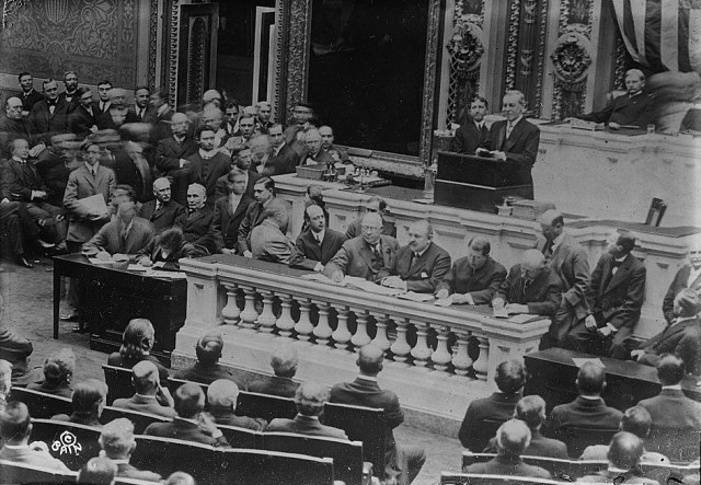 Woodrow Wilson addresses congress