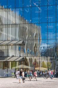 Spiegelungen in der Glasfassade, City