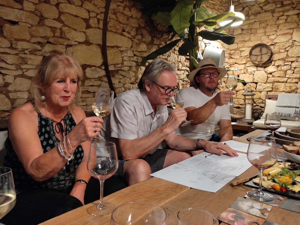 Degustation de vins par Planches et Plonk a la maison