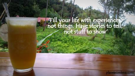'Llena tu vida con experiencias, no cosas. Ten historias que contar, no cosas que mostrar.'