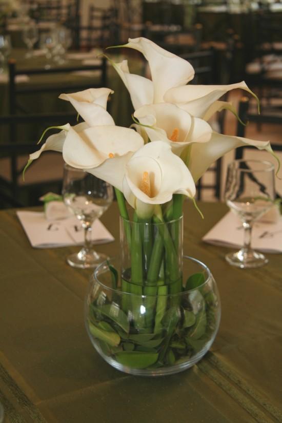 Casamento da Ana: centro de mesa de copo-de-leite