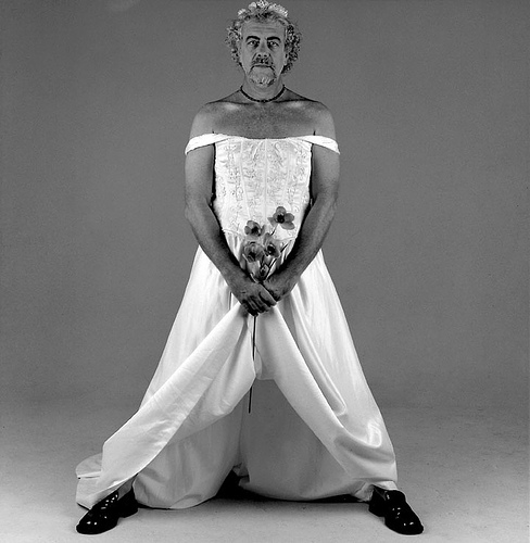 Antonio Bernardes vestido de noiva e clicado por Jorge Bispo
