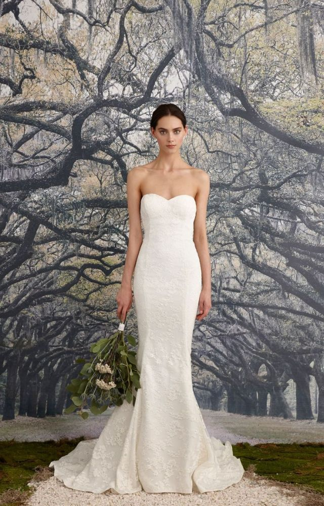 Vestido de noiva tomara-que-caia corte reto. Da Nicole Miller.