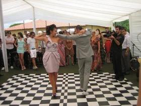 Casamento de boteco: dança dos noivos