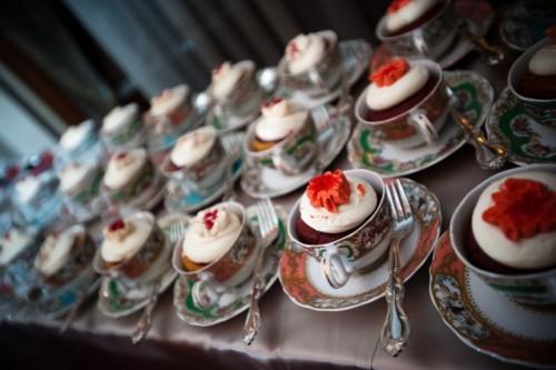 Cupcakes em xícaras de chá