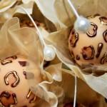Docinho de casamento com print de oncinha em chocolate e pó de ouro - Louzieh Doces Finos
