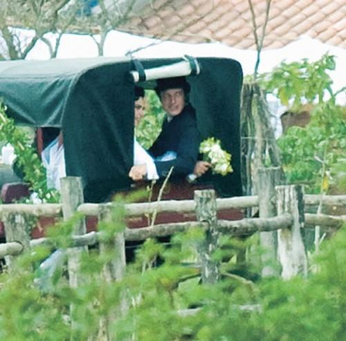 Casamento Ana Paula Arósio e Henrique Pinheiro: carruagem.