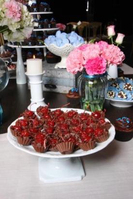 Docinho de casamento: copinhos de chocolate com ganache e cereja