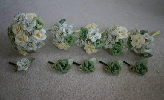 Casamento: buquês e boutonnieres (flor da lapela) de papel