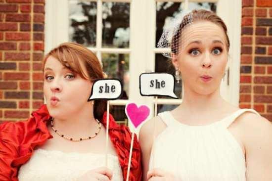 Casamento gay: noivas lésbicas com humor