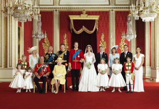 Foto oficial do casamento real de Príncipe William e Kate Middleton com toda a família dos noivos
