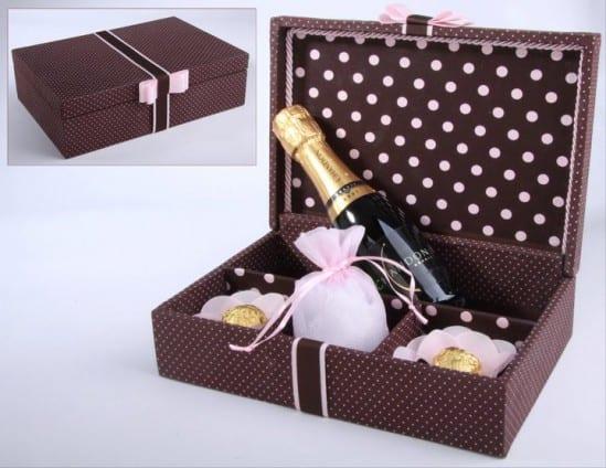 caixa decorada para presente para padrinhos de casamento