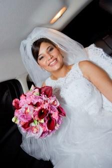 Casamento: noiva com véu preso no topo da cabeça
