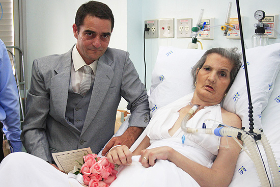 Casamento de Rosy e Luis no hospital