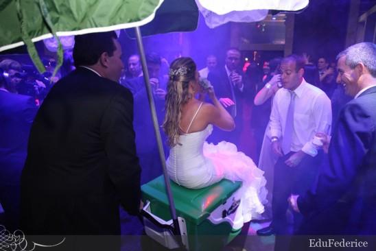 Carrinho de picolé Sorvetes Rochinha no casamento. Foto: Edu Federice.