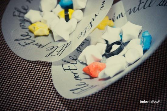 Porta alianca de papel com estrelinhas de origami. Foto: Tudo Vira Foto.