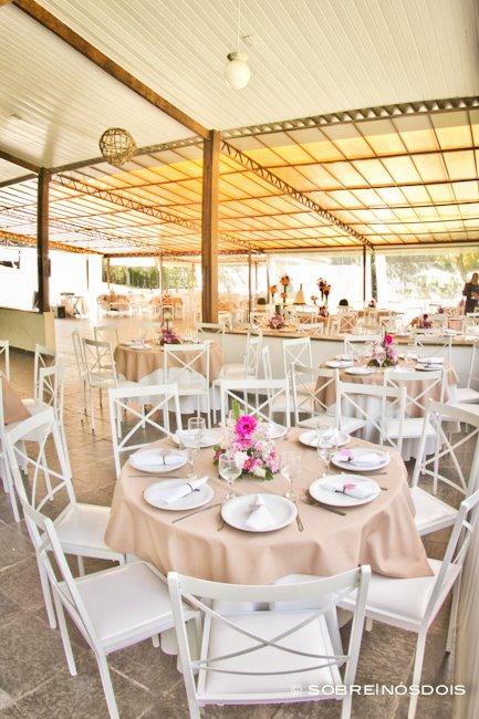 Decoração de mesa de casamento no campo. Foto: Sobre Nós Dois.