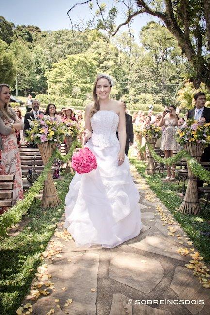 Noiva em casamento diurno: Aline e Gustado. Foto: Sobre Nós Dois.