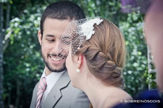 Penteado de noiva: trança embutida. Casamento no campo. Foto: Sobre   Nós Dois