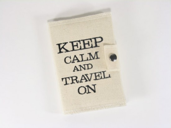 Porta-passaporte Keep Calm and Travel On