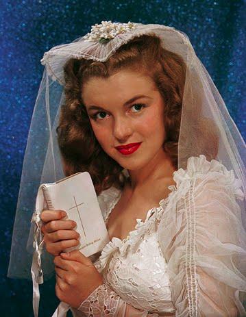 Marilyn Monroe noiva em seu primeiro casamento.