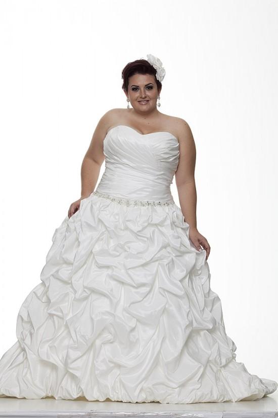 Vestido para noiva gordinha: saia com efeito amassado.