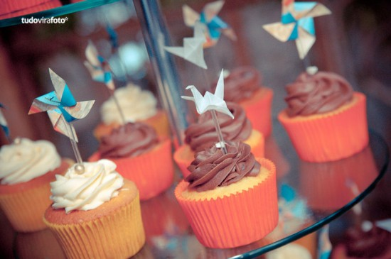 Tsuru enfeitando cupcake de casamento. Foto: Tudo Vira Foto.