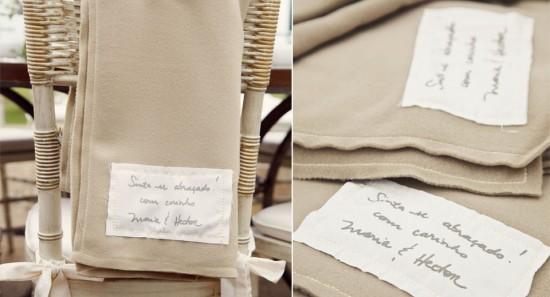 Manta ou cobertor para convidados de casamentos no frio. Foto: Renata Xavier.