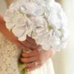 Casamento: buquê de papel para noivas DIY. Foto: Ellinee.