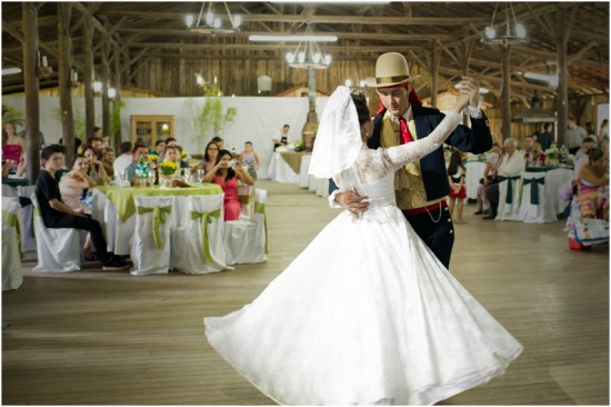 Casamento gaúcho: primeira valsa dos noivos. Foto: Beth Esquinatti.