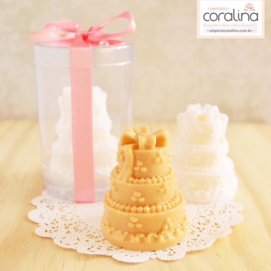 Lembrancinha de casamento: sabonete em forma de bolo. Foto: Empório Coralina.