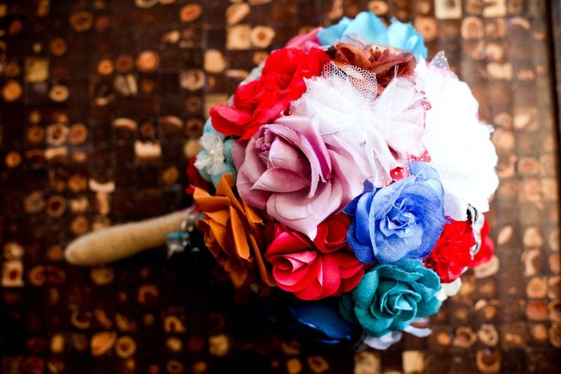 Bouquet de noiva de tecido bem colorido, da loja Minha Mãe Que Fez