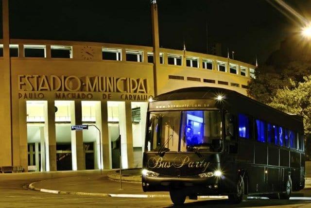 Festa em ônibus com city tour em São Paulo. Foto: Bus Party.