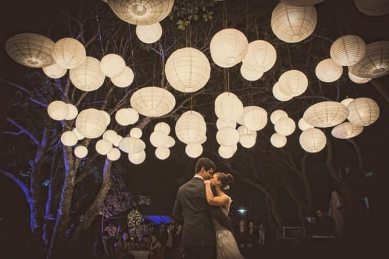 Decoração de casamento co  lnaternas japonesas. Foto: Tim Espíndola.